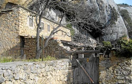 Sandro rosell obre una casa rural en una cova del montsec a ger - Casa rural ager ...