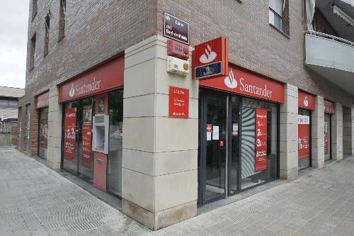 El santander tancar una oficina a lleida capital lleida for Oficina padron santander