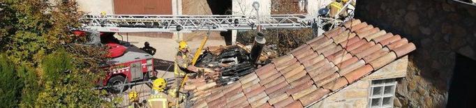 Els Bombers sufoquen l'incendi d'una casa a Palau de Noguera