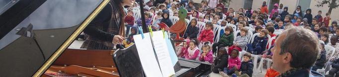 Els carrers de Cervera s'omplen de música de piano per un dia
