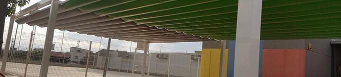 Torrefarrera instal·la tendals al col·legi a petició dels veïns