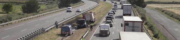 Un nou incendi talla l'autovia A-2 al seu pas per Lleida