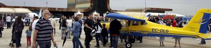 Acrobàcies aèries passades per aigua, colofó amb èxit de públic del Lleida Air Challenge