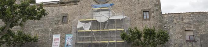 Tapen l'entrada de l'església de Sant Ramon per un eixam de milers d'abelles