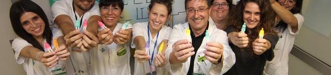 Pacients i sanitaris elaboren un 'plafó d'emocions' a l'Arnau