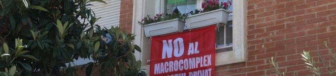Pancartes contra la zona esportiva de Ciutat Jardí