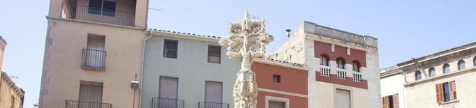 Insten a retirar la creu amb una inscripció franquista de la plaça Major de Tàrrega