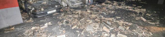 Un bomber va resultar ferit en l'incendi de l'avinguda del Segre