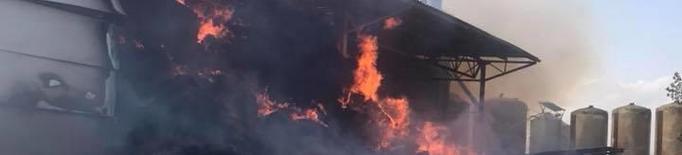 Un incendi crema part d'un magatzem i palla a Montgai
