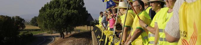 Pancartes i llaços grocs pels independentistes presos als ponts