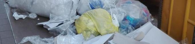Sanció a un comerç de Tàrrega per tirar residus fora del contenidor