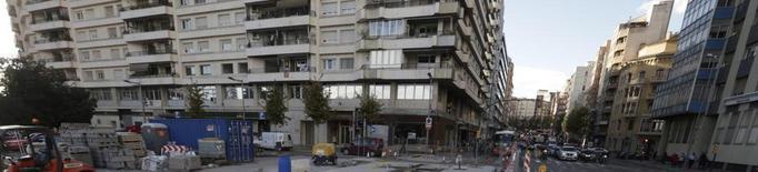 """Veïns lamenten """"la lentitud i el caos"""" de les obres del carril bici a l'avinguda Catalunya"""