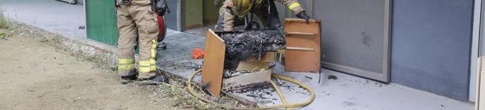 Els Bombers sufoquen un foc a la planta baixa d'un pis de Pardinyes