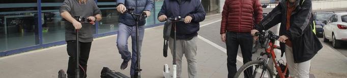 Els usuaris de patinets elèctrics i ciclistes demanen paralitzar l'ordenança de circulació
