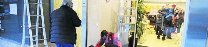 Rebenten la porta i forcen calaixos i armaris a l'Oficina d'Atenció Ciutadana de la Paeria a Ferran