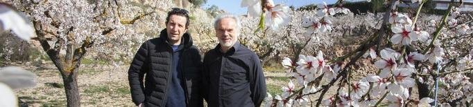 'Diàlegs' a Cervera, amb un passeig entre ametllers florits