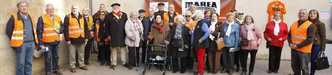 Reunió de la Marea Pensionista de Lleida davant de la Paeria