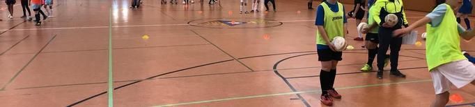 Partit de futbol sala femení amb 40 jugadores a Seròs