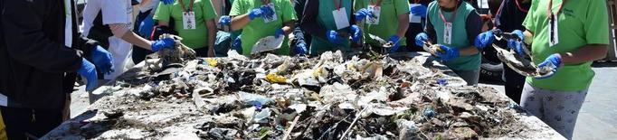 Recullen 250 quilos de residus al Segre