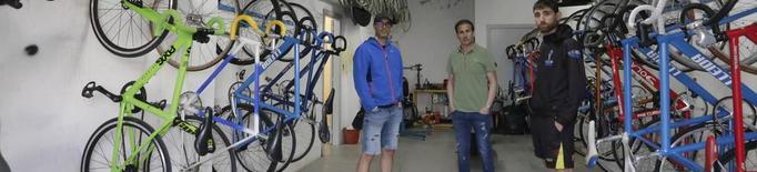 Roben 4 bicicletes de pista als ciclistes del velòdrom