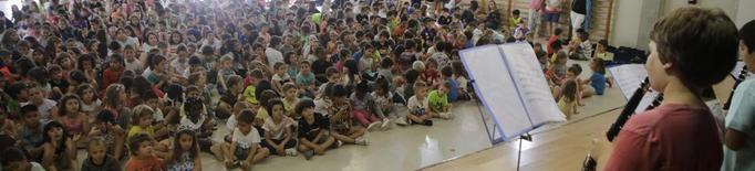 Centenars d'escolars celebren el Dia de la Música a Lleida