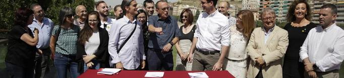 """Esquerra, JxCat i Comú firmen un pacte que veuen """"modèlic"""" per a un govern """"de canvi"""""""