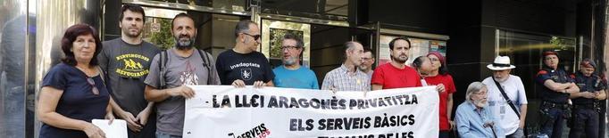 Denuncien la privatització dels serveis públics