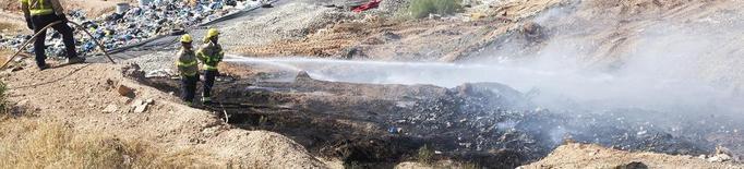 Un incendi calcina residus a l'abocador de Tàrrega