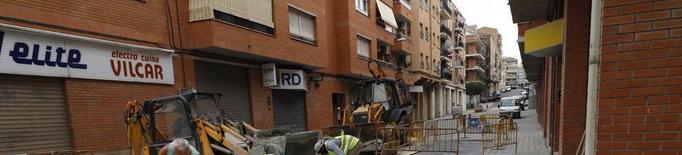 Renoven la xarxa d'aigua de l'avinguda Artesa, al barri de la Bordeta