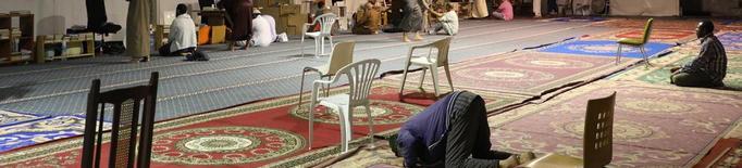 Els musulmans ja resen a la carpa de Cappont