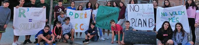 """Els estudiants clamen: """"No hi ha futur sense planeta"""""""