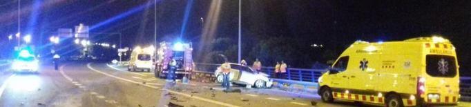 Mor un jove al xocar amb el cotxe de cara contra un camió a Balaguer