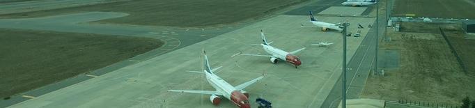 Set avions estacionats a l'aeroport d'Alguaire