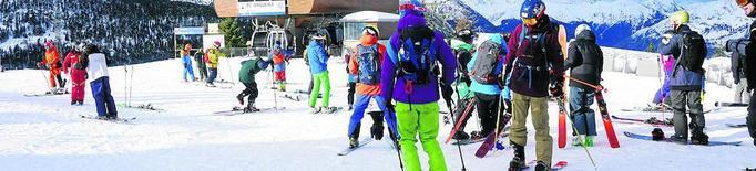 Fins a 1.800 esquiadors estrenen la temporada d'alpí a Baqueira