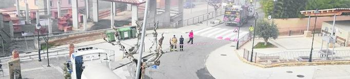 Un accident d'un camió provoca una fuita de gas propà a Talarn