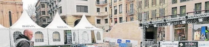 Desmuntatge de la pista de gel de plaça Sant Joan