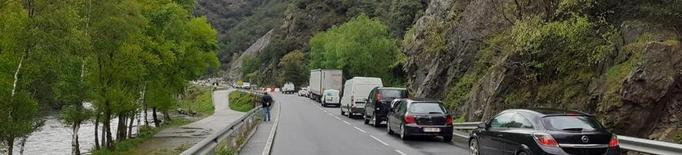 El Govern inspecciona la xarxa viària del Pirineu pel risc d'allaus de terra