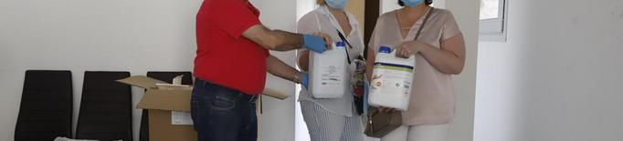 L'Eix reparteix mascaretes, guants i desinfectant als comerços