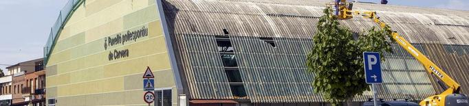 Cervera retira la teulada del poliesportiu
