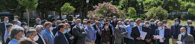 Mig centenar d'alcaldes exigeixen paralitzar l'Agència de Patrimoni Natural al Parlament