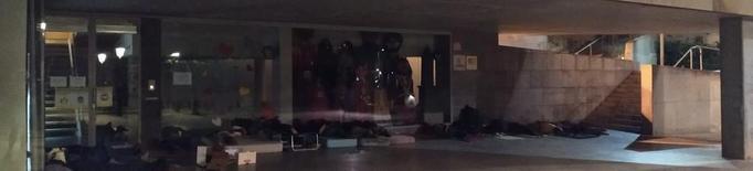 Més persones dormen al ras al Centre Històric de Lleida