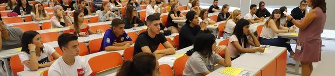 El Govern aprova abaixar un 30% les taxes universitàries