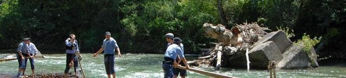 Un rai solca el riu Noguera Pallaresa