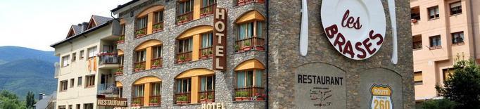 """La Generalitat legalitza """"compartir"""" pisos amb turistes i classifica els càmpings amb estrelles"""