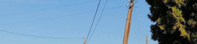 Pals a punt de caure a les línies de telèfon i electricitat de Butsènit