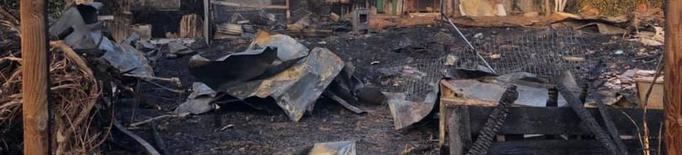 El foc a la protectora de la Mata de Pinyana calcina la zona de cures