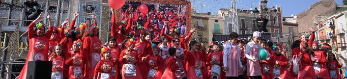 El Carnestoltes del Congre inunda de colors, música i gresca la ciutat de Balaguer