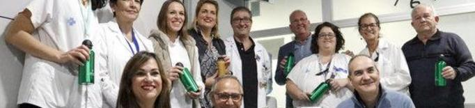 L'Hospital Arnau de Lleida reparteix sucs i fruita fresca als pacients oncològics durant el tractament