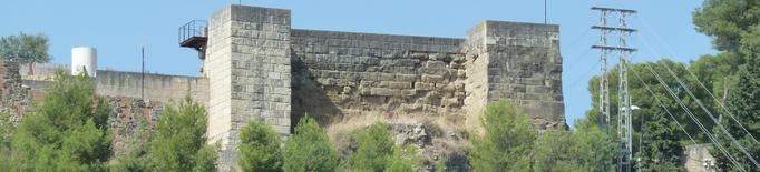 Joves voluntaris recuperen un antic camí cap al castell Formós de Balaguer