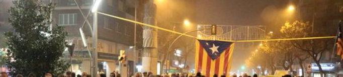 Prop d'un centenar de persones tallen la cruïlla de Ricard Viñes de Lleida per reclamar la llibertat dels presos